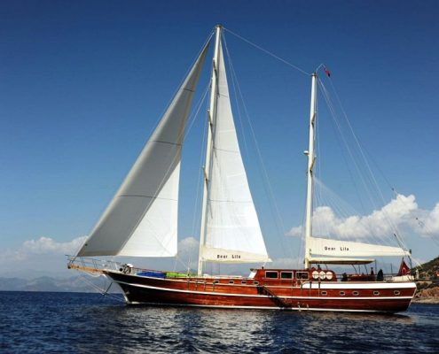 Gulet Dear Lila under sails