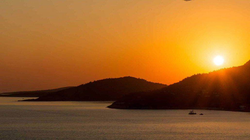 Enjoy sunset & sunrise