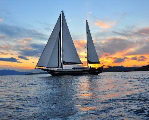 BLUE HEAVEN Sailing