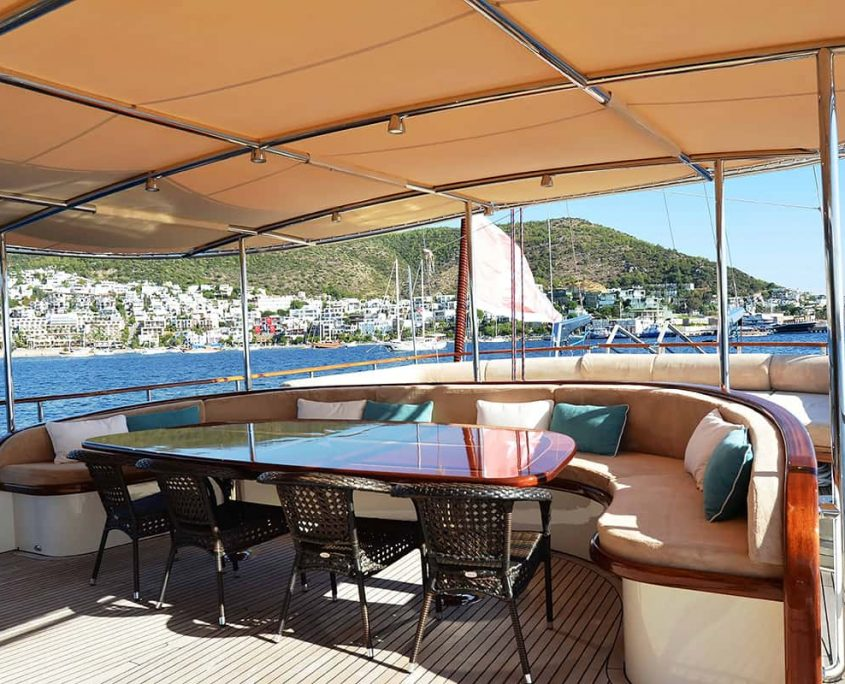 DRAGON FLY Dining area on Aft deck