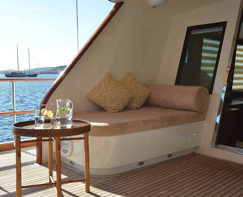 DRAGON FLY Sitting area on Aft deck