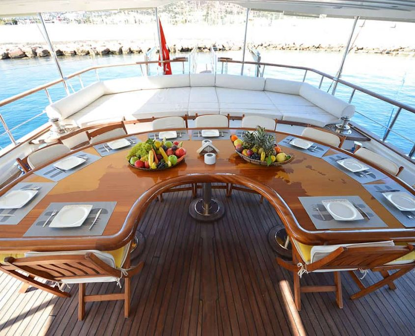 GUL SULTAN Dining area on Aft deck