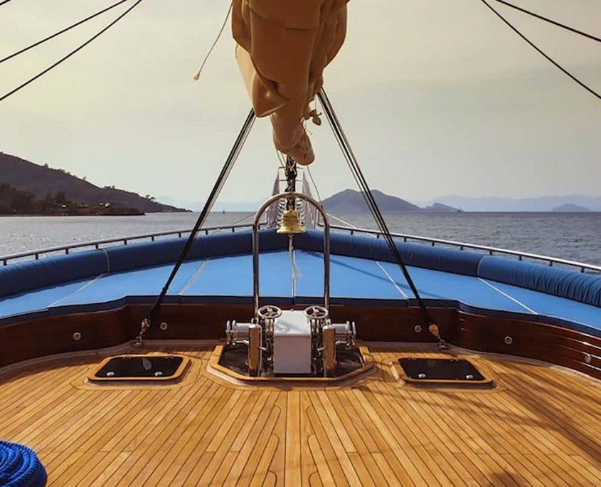 QUEEN ATLANTIS Front deck