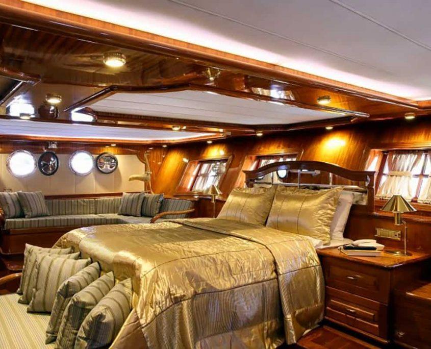 QUEEN ATLANTIS Master cabin
