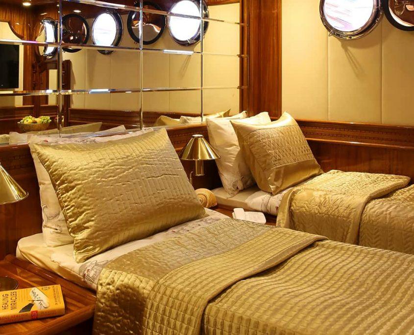 QUEEN ATLANTIS Twin cabin