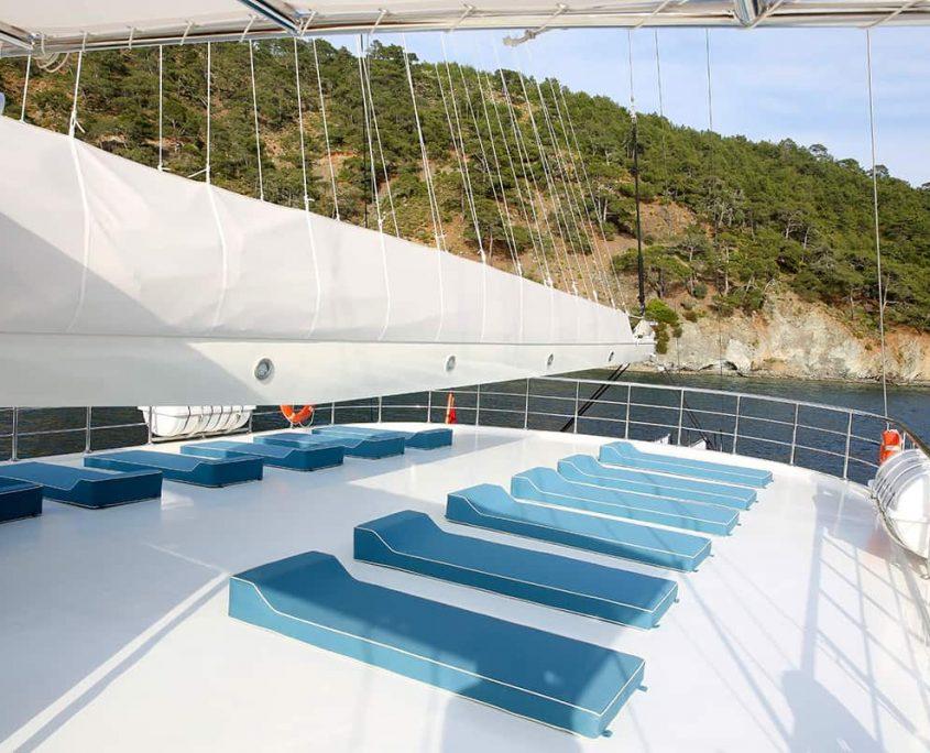 QUEEN ATLANTIS Upper deck