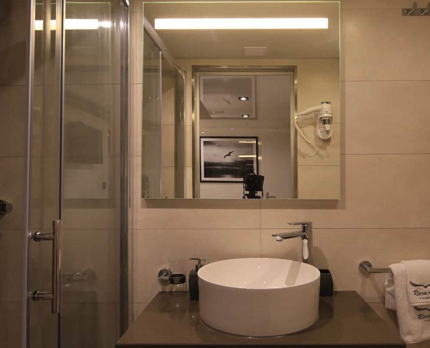 RARA AVIS Bathroom