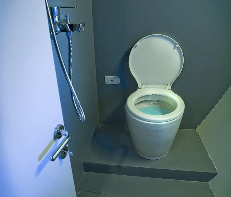 DAMA Bathroom