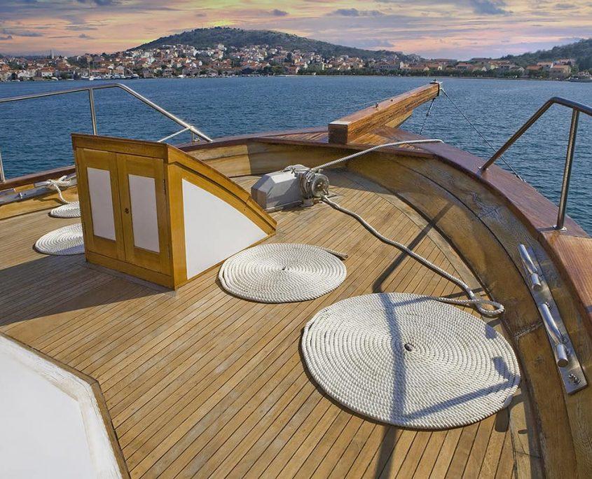 DAMA Front deck