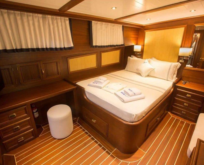 ECE BERRAK Double cabin