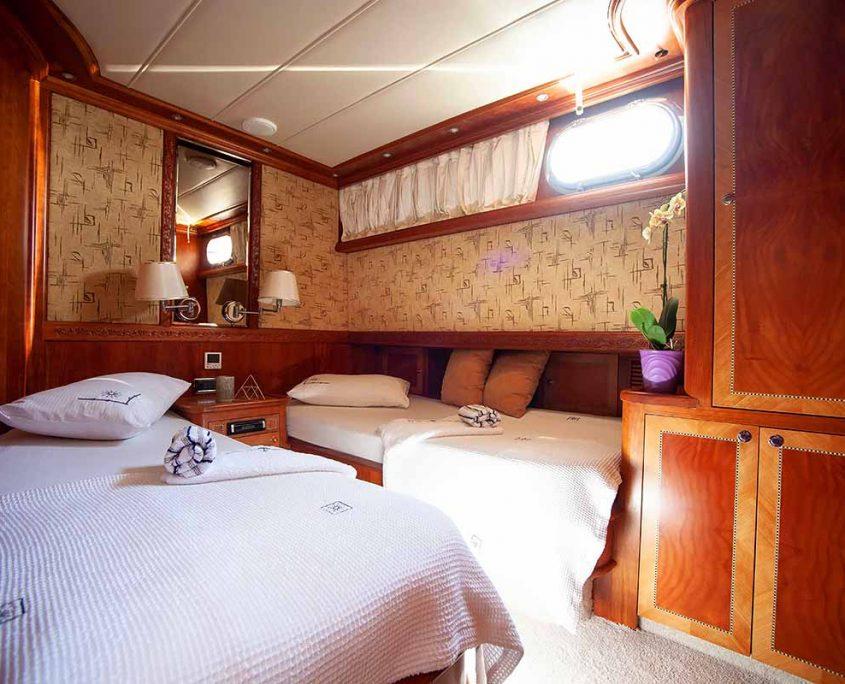 LOTUS Twin cabin