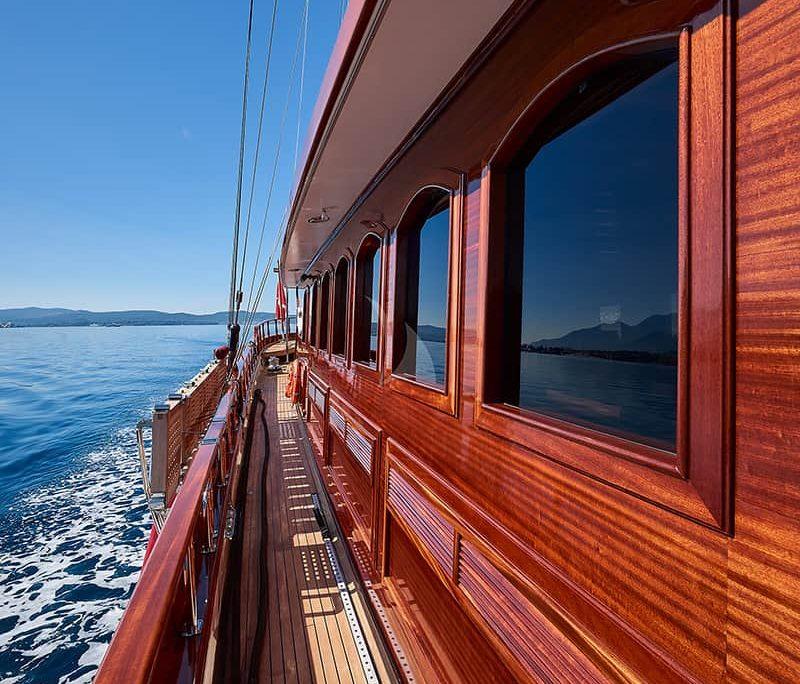 RIANA Side deck