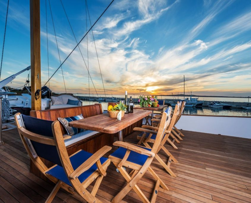 ADRIATIC BREEZE Deck