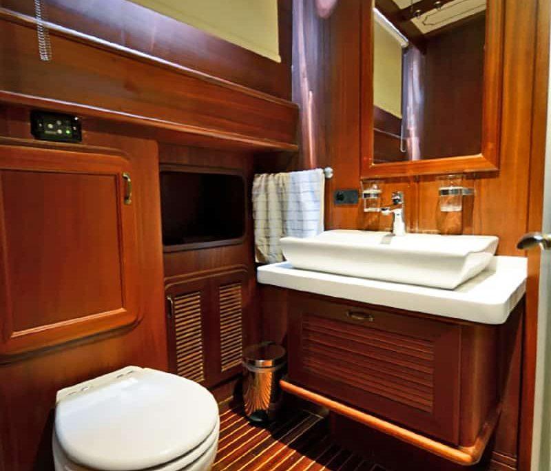 ARTEMIS & SIMAY Bathroom view