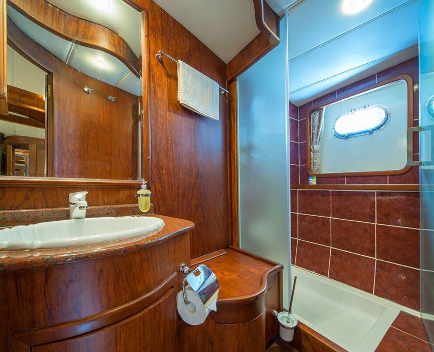 Alba Bathroom in Double Cabin