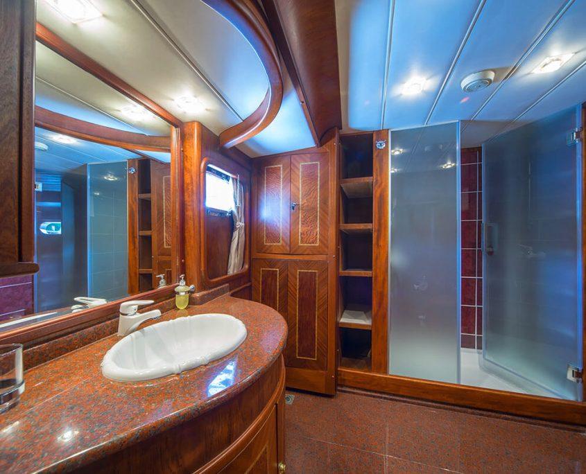 Alba Master Cabin Bathroom