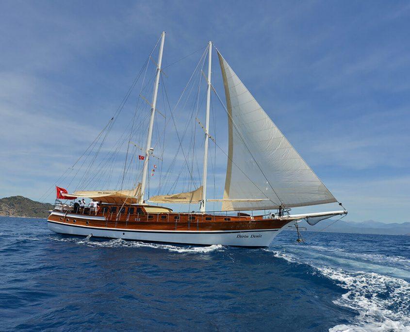 DERIN DENIZ Sailing