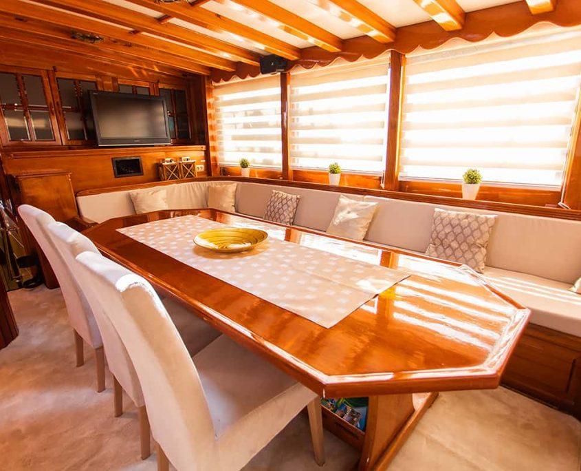 KADENA Dining area in salon