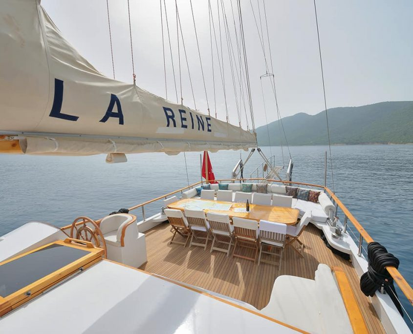 LA REINE Aft deck
