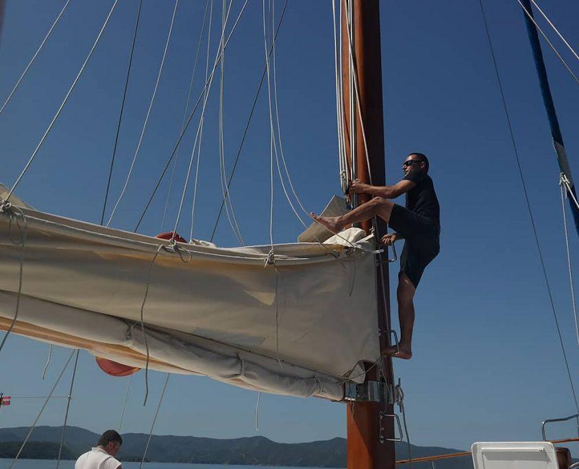 LA REINE Preparation for sailing