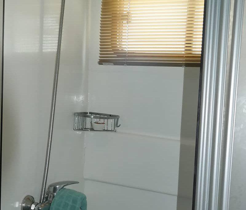 LA REINE Shower