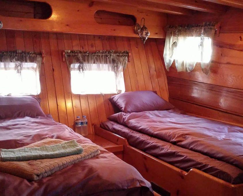 LA REINE Twin cabin