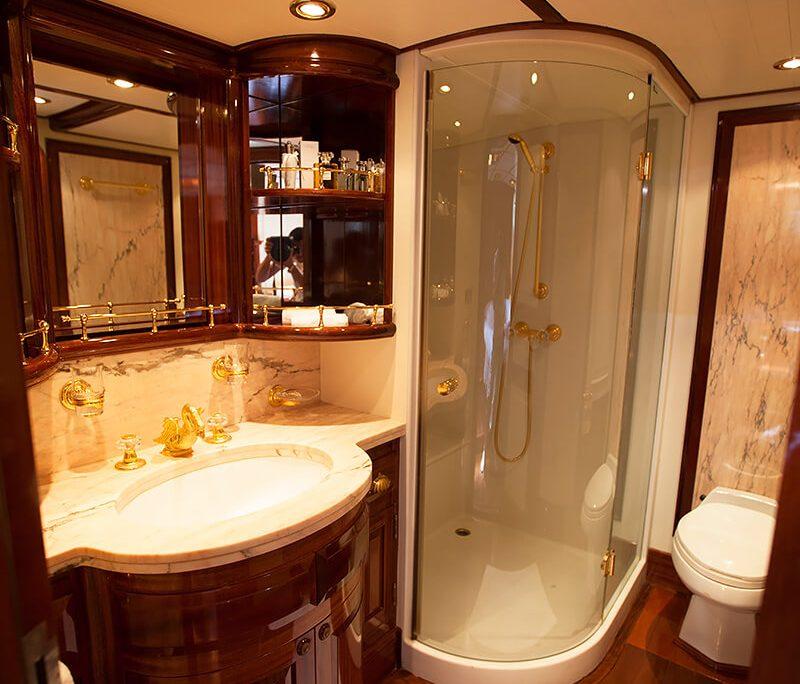 LAURAN Bathroom view