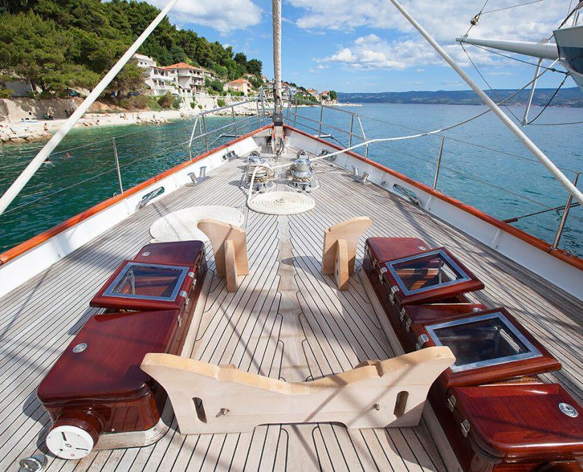 LAURAN Front deck