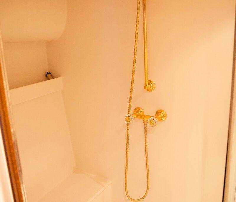 LAURAN Shower