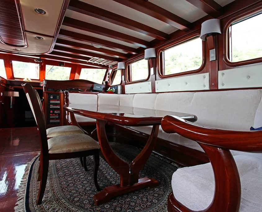 NOSTRA VITA Sitting area in saloon