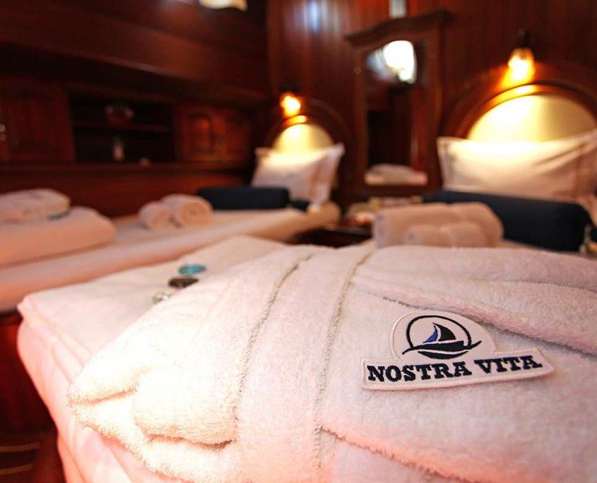 NOSTRA VITA Towels