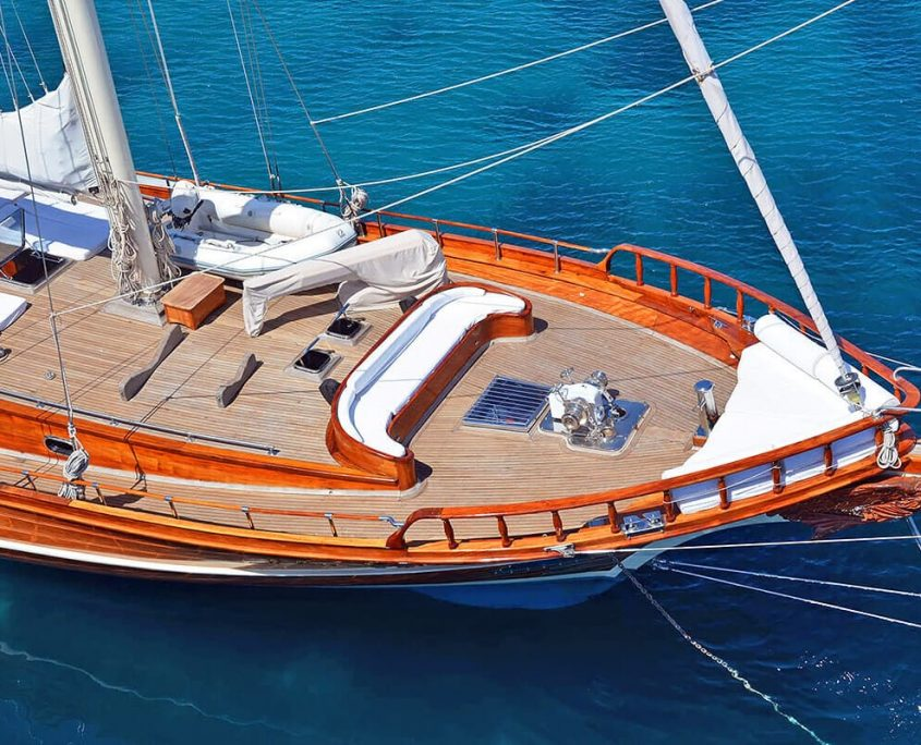 SMYRNA Front deck