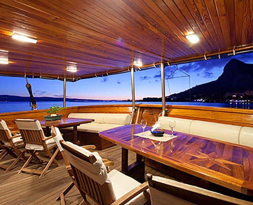 TAJNA MORA Dining area on Aft deck