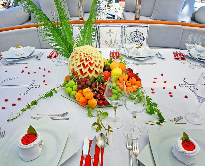 KAYA GUNERI PLUS Table decor