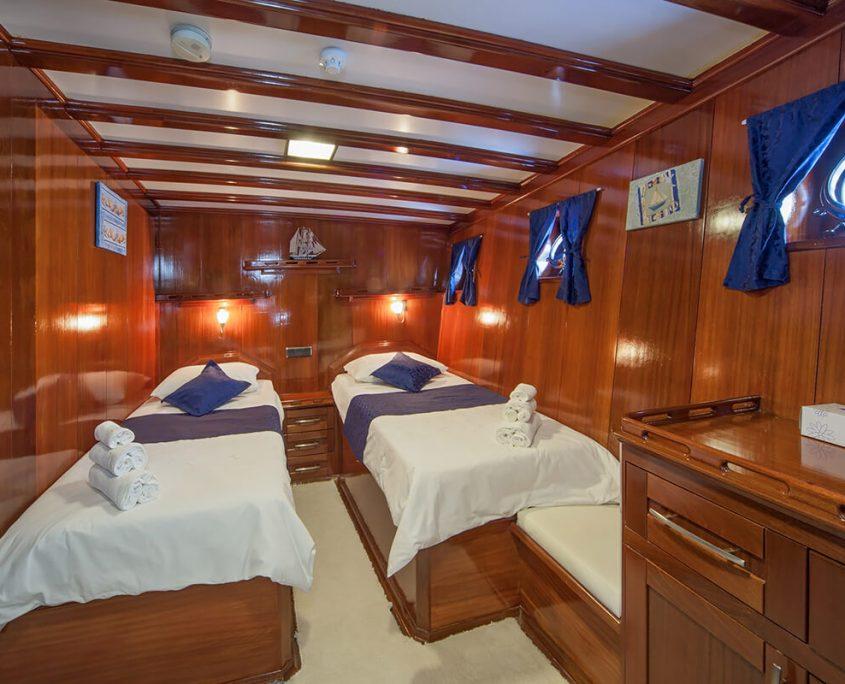 STELLA MARIS Twin Cabin