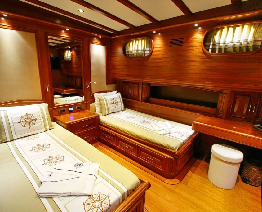 KAYA GUNERI 5 Twin cabin