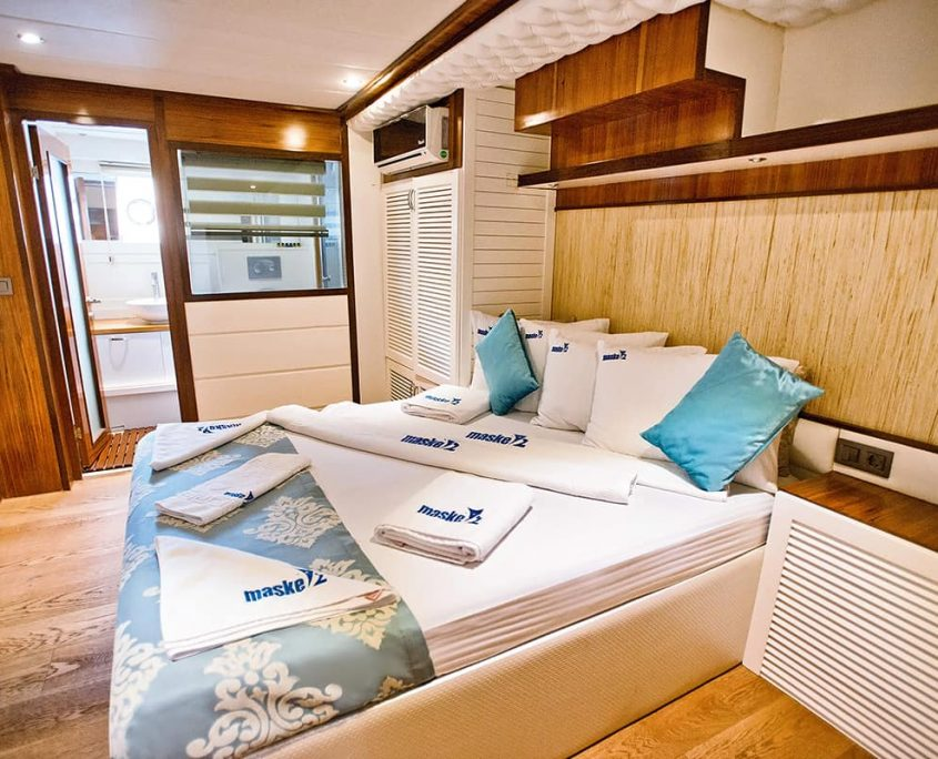 MASKE 2 Cabin MANOLYA