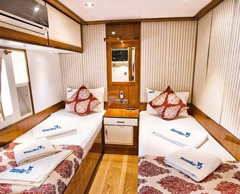 MASKE 2 Cabin MENEKSE