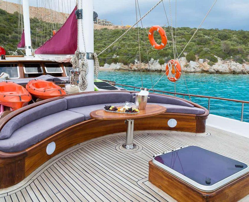 PRIMADONNA Front deck
