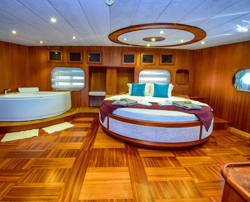 UGUR Master cabin