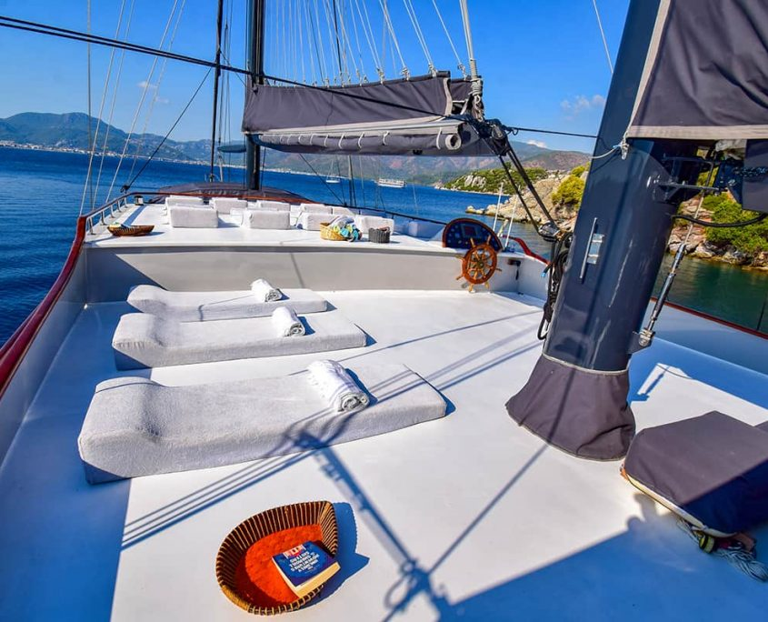 UGUR Sun deck