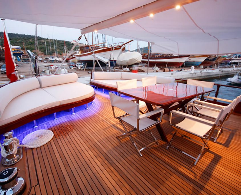 WHITE GOOSE Aft deck
