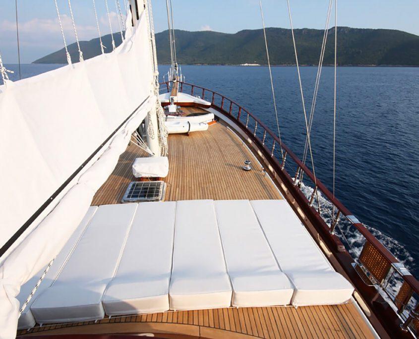 WHITE GOOSE Sun deck