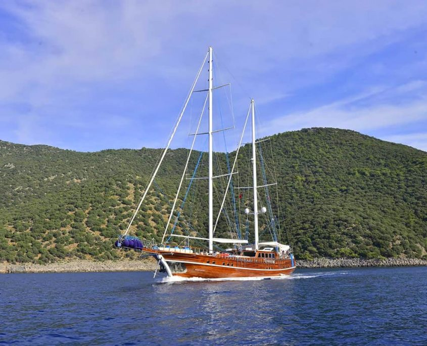 LYCIAN QUEEN Cruising