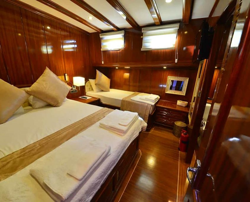 LYCIAN QUEEN Triple cabin