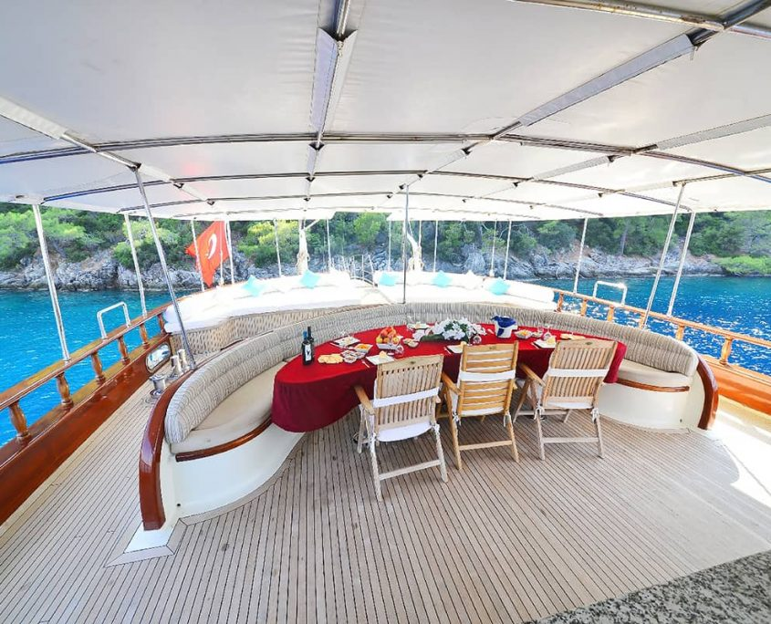 BERRAK SU Dining area on Aft deck