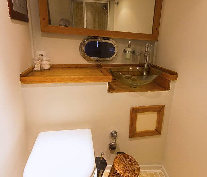 COBRA 3 Bathroom