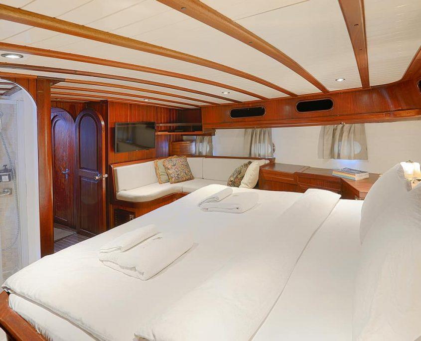 COBRA 3 Master cabin