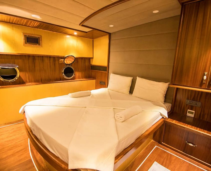 NEVRA QUEEN Double cabin