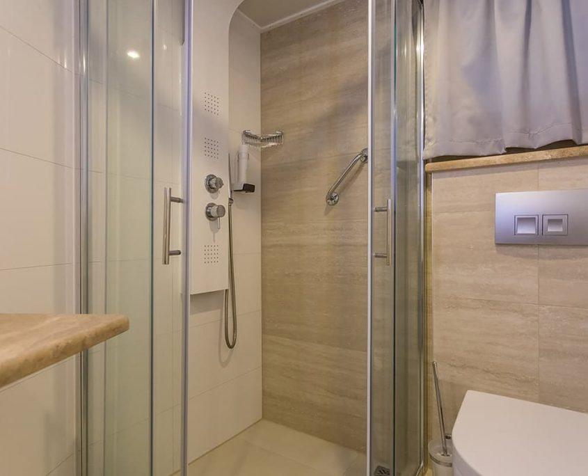 FREEDOM Shower
